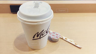 テーブルの上のコーヒー カップ - No.925652