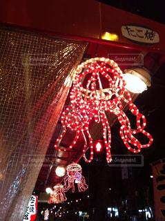 大阪 個性的なたこ焼き屋さんの電光看板の写真・画像素材[927991]
