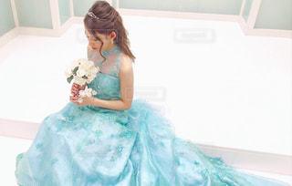 青いドレスの花嫁の写真・画像素材[932832]
