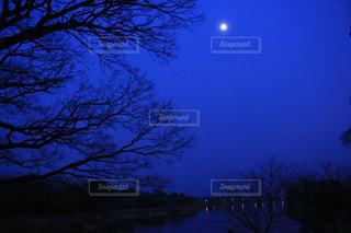 夜に浮かぶ景色の写真・画像素材[944889]