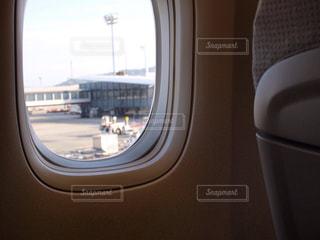 飛行機の窓の写真・画像素材[549967]