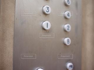 レトロなエレベーターの写真・画像素材[670318]