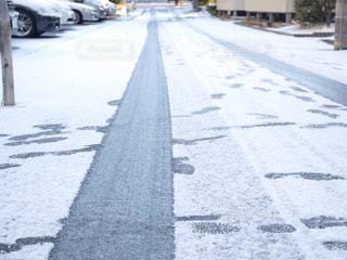 近くに雪の覆われた道路の写真・画像素材[1000092]