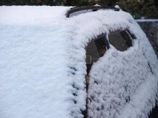 車に積もった雪の写真・画像素材[1004839]