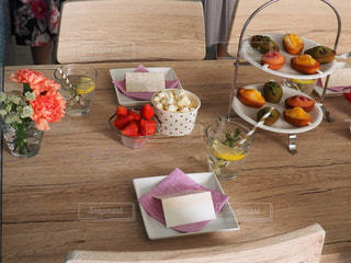 食品のさまざまな種類をトッピング テーブルの写真・画像素材[1172792]