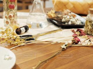 木製のテーブルの写真・画像素材[1379719]