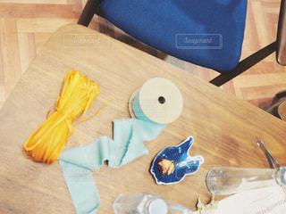 テーブルの片隅の写真・画像素材[1379784]