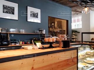 カフェのカウンターの写真・画像素材[1516999]