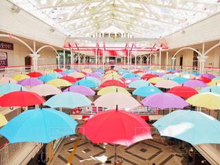 カラフルな傘の写真・画像素材[1523267]