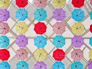 カラフルな傘の写真・画像素材[1523269]