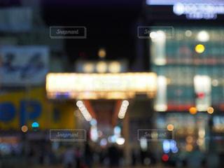 ぼかし夜の街の写真・画像素材[1573804]