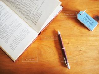 洋書とペンと単語カードの写真・画像素材[1783142]