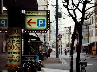 街の通りの駐車場の写真・画像素材[1827284]
