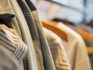 クローゼットの服の写真・画像素材[1867095]