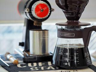 コーヒーミルとドリッパーの写真・画像素材[1869963]