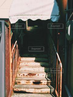 錆びた古い階段の写真・画像素材[2109824]