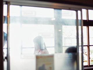 廊下で告白してる放課後の風景の写真・画像素材[2116690]