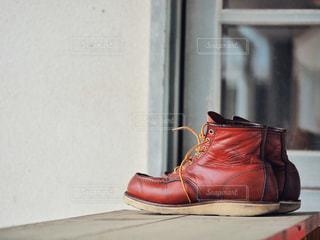 赤い革の椅子の写真・画像素材[2125282]