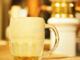 泡だらけのビールの写真・画像素材[2316924]