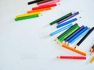 テーブルの上の鉛筆の写真・画像素材[2348845]