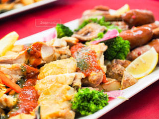 ブロッコリーと一緒に食べ物の皿の写真・画像素材[2868161]