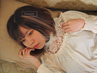 ソファで眠るの写真・画像素材[2966489]