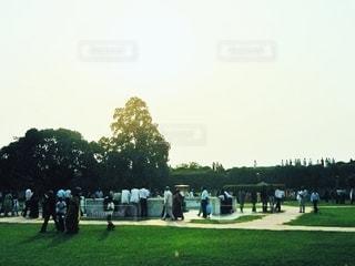 公園の人々のグループの写真・画像素材[3536541]