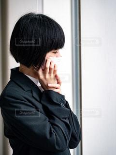 マスクをしていてもしているスーツ姿の女性の写真・画像素材[4286155]