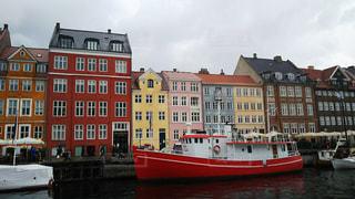 コペンハーゲンのボートと街並みの写真・画像素材[945702]