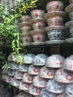 ベトナム バッチャン村 店舗での陶磁器ディスプレイの写真・画像素材[928670]