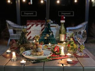 屋外でのクリスマスパーティーの写真・画像素材[931581]