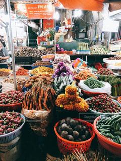 ベトナム ダラット ナイトマーケットの八百屋さんの写真・画像素材[1190584]
