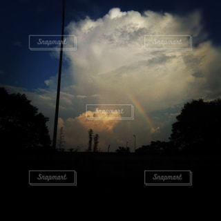 夕立ちの後の虹の写真・画像素材[928626]