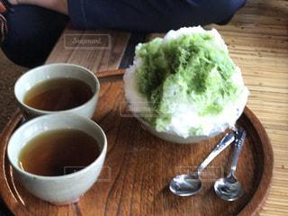 赤福氷と暖かいお茶の写真・画像素材[928443]