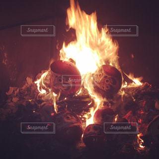 燃えさかるだるまの写真・画像素材[928592]