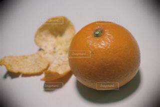オレンジとみかんの皮の写真・画像素材[1827482]
