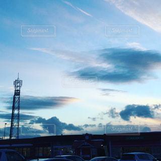 空と雲とパーキングエリアの写真・画像素材[928950]