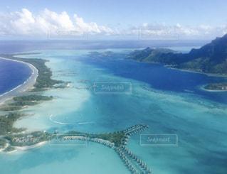 ボラボラ島の空からの写真・画像素材[929099]