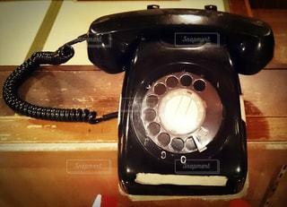 なつかしの黒電話の写真・画像素材[930747]