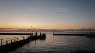水の体以上の長い橋の写真・画像素材[933210]