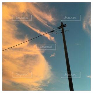 夕暮れに電信柱の写真・画像素材[930673]