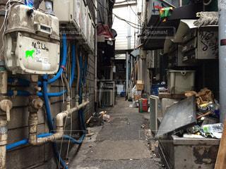 忙しい街の小さな通りの写真・画像素材[931306]