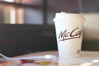 朝マックでコーヒーブレイクの写真・画像素材[949666]