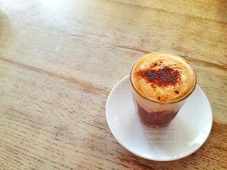 テーブルの上のコーヒーの写真・画像素材[932008]