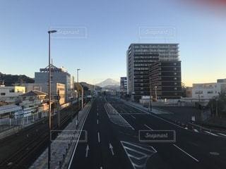 日の出に照らされる富士山の写真・画像素材[939248]
