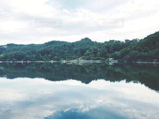森と湖の写真・画像素材[933618]