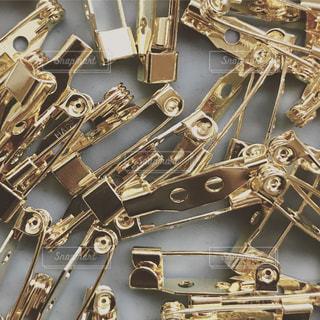 ブローチの金具の写真・画像素材[934588]