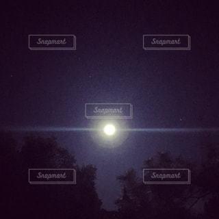 スーパームーンの夜の写真・画像素材[944227]