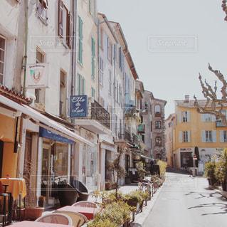 フランスの田舎の街の写真・画像素材[946025]