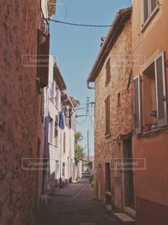 フランスの田舎の街の写真・画像素材[946102]